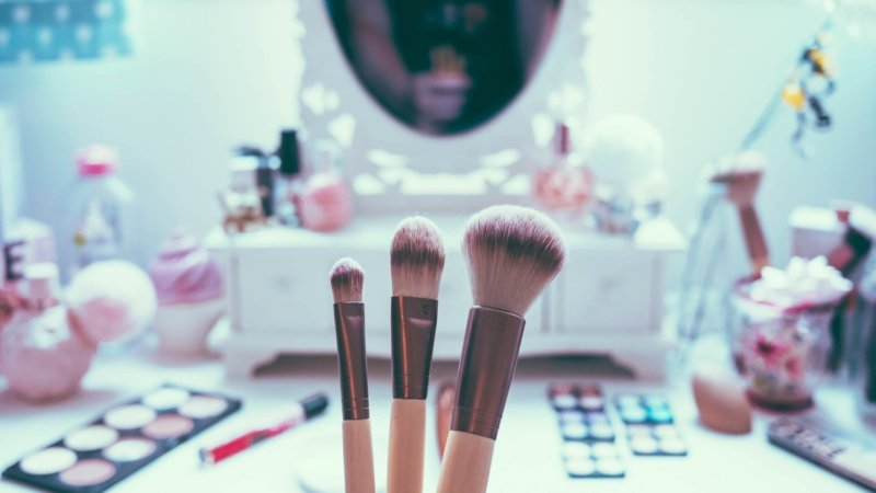 3 Reasons Why You Need A Makeup Vanity Mirror